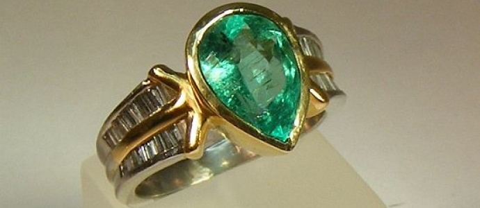 antique ring with emerald and diamonds